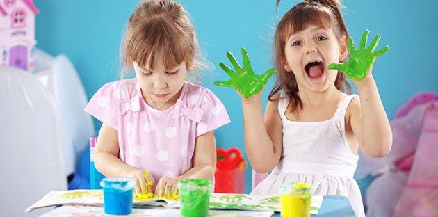 10 طرق لإبقاء أطفالك مشغولين أثناء أداء مهامك اليومية