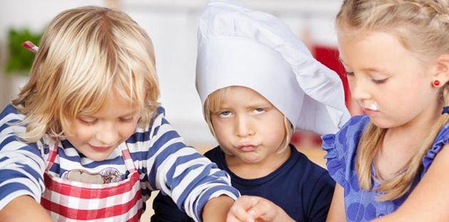 إليكِ 11 نصيحة للتعامل مع طفلك عندما يتجاهل حديثك